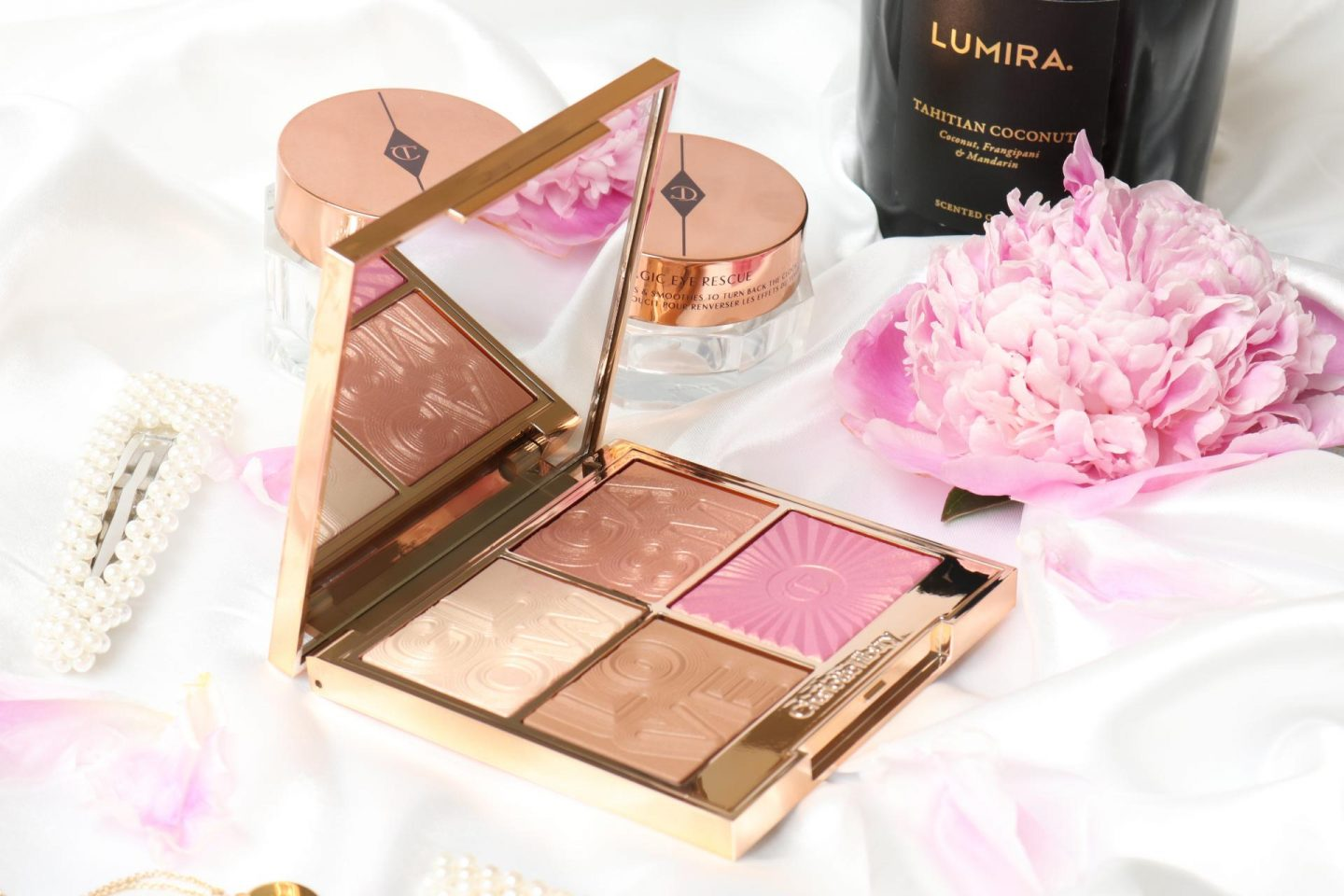 Get that glow with Charlotte Tilbury Glowgasm Face Palette