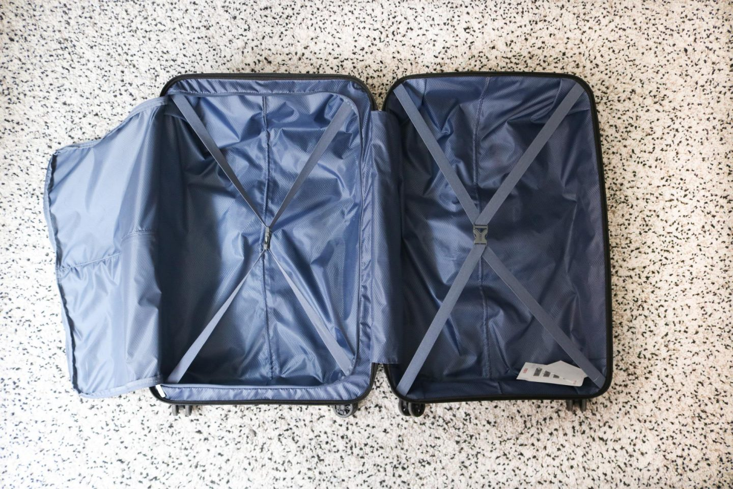 American Tourister suitcase Airconic in Black Onyx 77cm